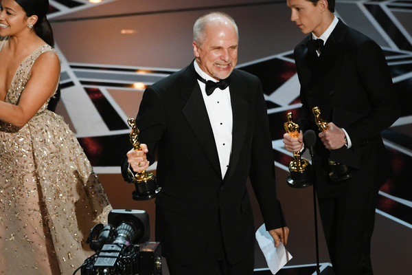 Presented the award for Best Visual Effects at the 90th Annual Academy Awards